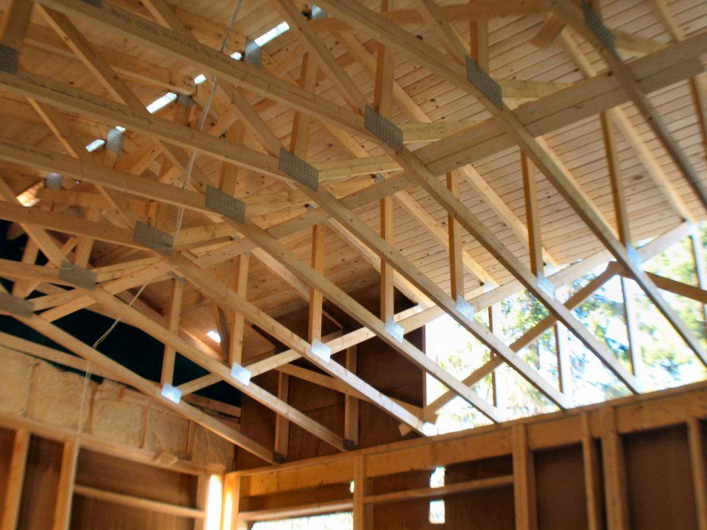 Więźba dachowa z suchego drewna